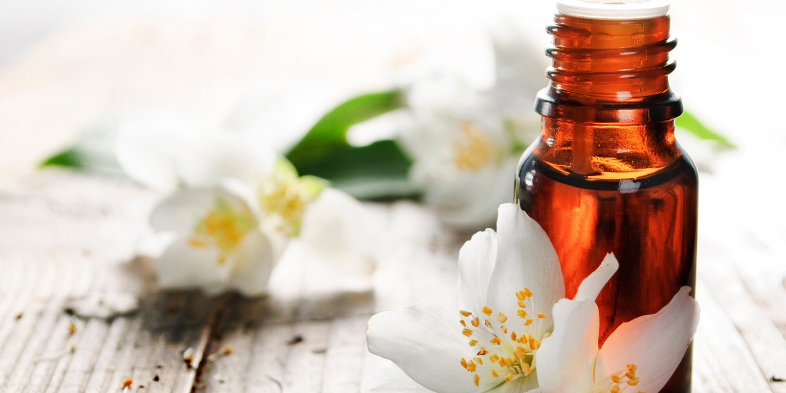 The Top 10 Essential Oils for Stress Relief & How to Use Them (Includes DIY Recipes)